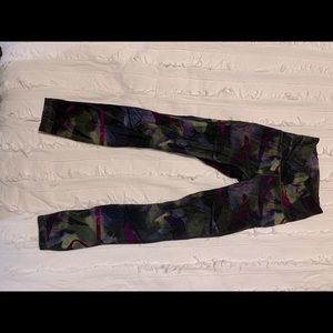 Women's size 2 Lulu Lemon leggings, camo